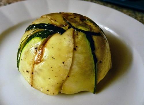 Tian plněný kozím sýrem se smetanou a ořechy. Skvělé jen s opečenou bagetkou.